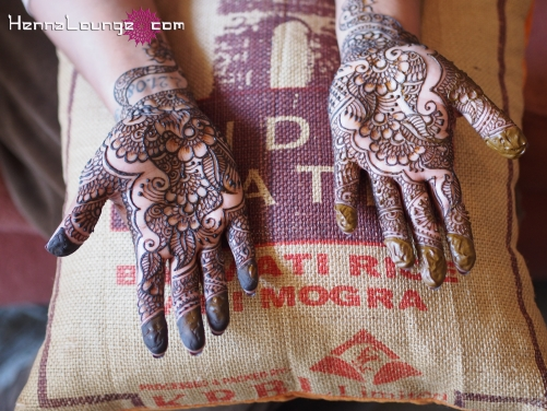 """Simple henna for a very special actress on """"Outsourced"""""""
