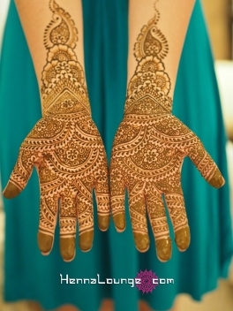 Traditional patterns for a multicultural wedding in Mexico