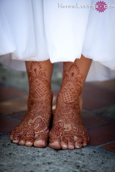 White dress with henna is stunning