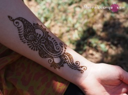 A popular placement for henna