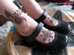 Simple patterns and a henna anklet